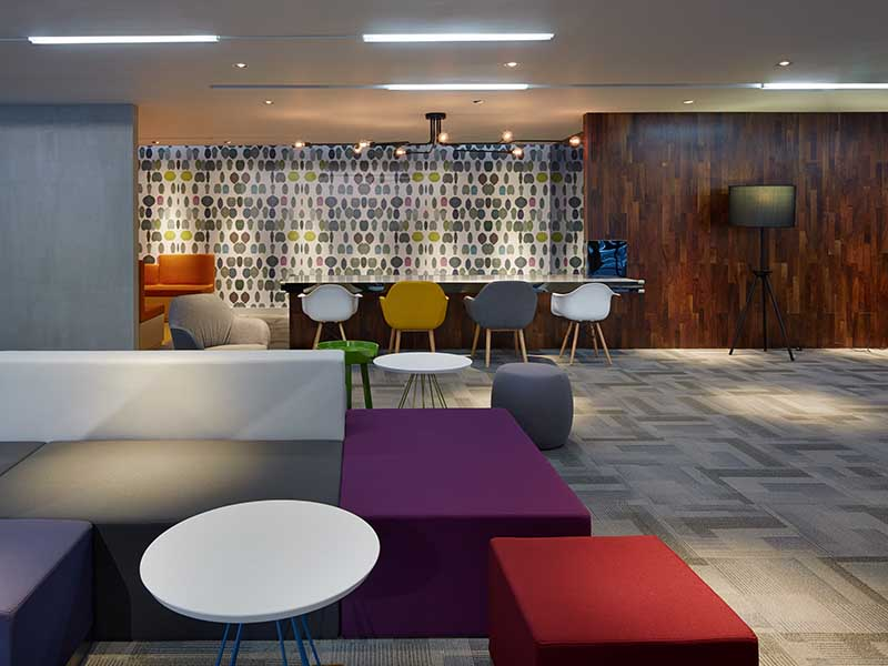 如何采购合适的办公地毯,PVC方块地毯让公司格调更温馨